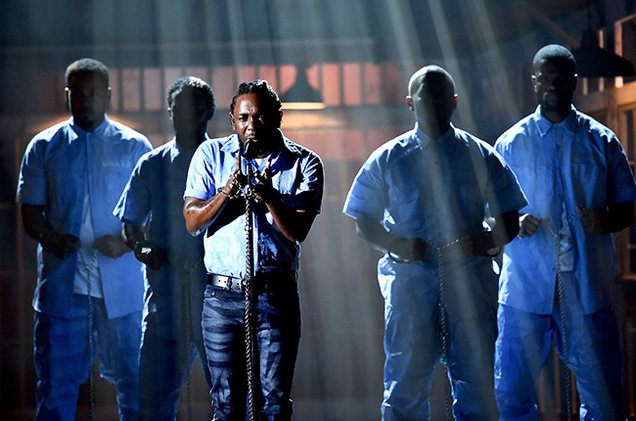 03-Kendrick-Lamar-performance-grammy-2016-billboard-650