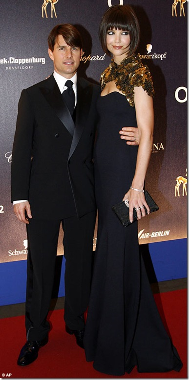 katie-holmes-with-sleek-new-bob-and-tom-cruise-at-bambi-awards-in-germany18