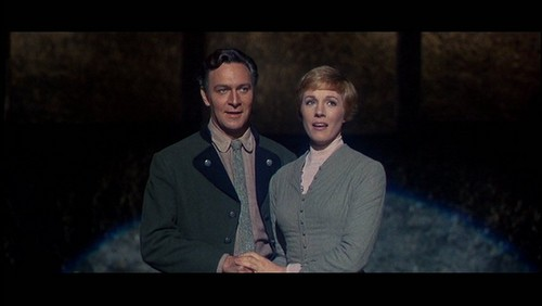 Maria-and-the-captain-maria-von-trapp-julie-andrews-26878494-500-282