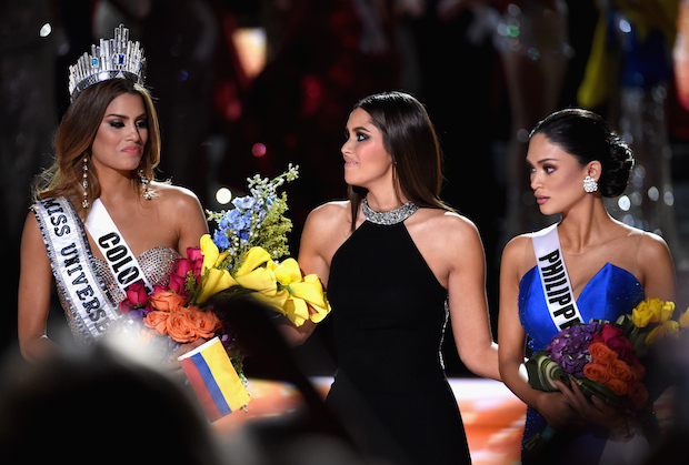 LAS VEGAS, NV - DECEMBER 20:  (L-R) Miss Colombia 2015, Ariadna Gutierrez, has her crown removed by Miss Universe 2014, Paulina Vega, and given to the winner of Miss Universe 2015, Miss Phillipines 2015, Pia Alonzo Wurtzbach. Miss Colombia, Ariadna Gutierrez, was incorrectly named Miss Universe 2015 during the 2015 Miss Universe Pageant at The Axis at Planet Hollywood Resort & Casino on December 20, 2015 in Las Vegas, Nevada.  (Photo by Ethan Miller/Getty Images)