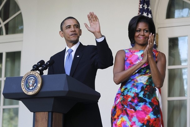 U.S. President Barack Obama and first lady Michelle Obama participate in an event marking Cinco de Mayo in the Rose Garden of the White House in Washington, May 5, 2010. REUTERS/Jason Reed (UNITED STATES - Tags: POLITICS)